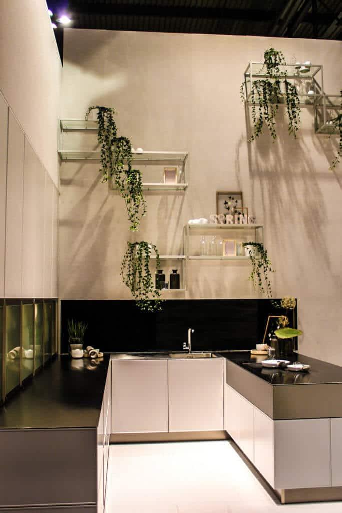 kleine U Küche mit Edelstahl