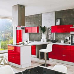 Moderne rote Küche