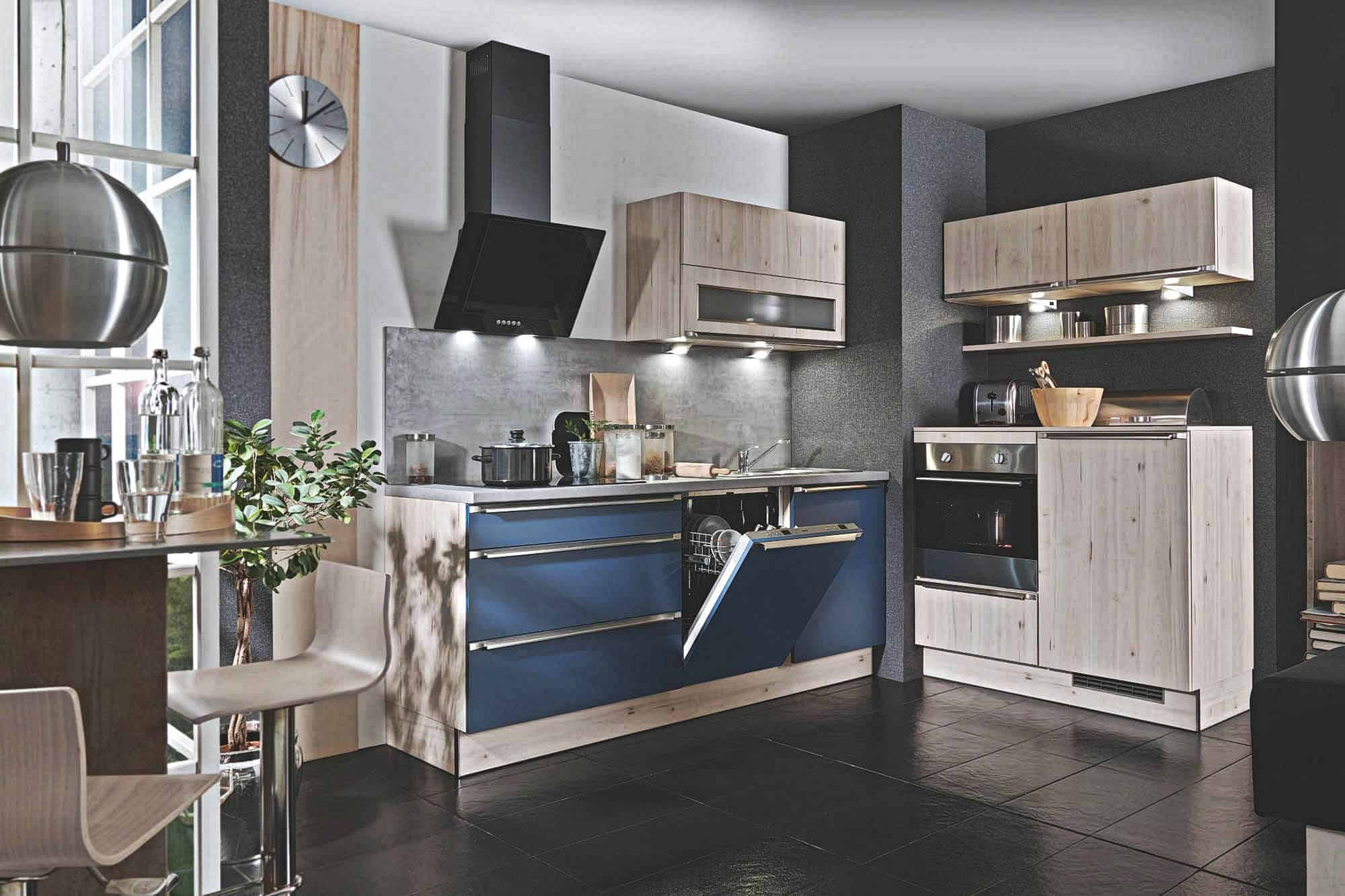 Groß Küche Lackfarben Mit Blauen Platten Zeitgenössisch - Küchen ...