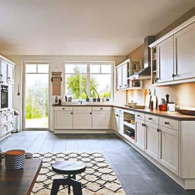 Große Landhaus Küche Seidenmatt