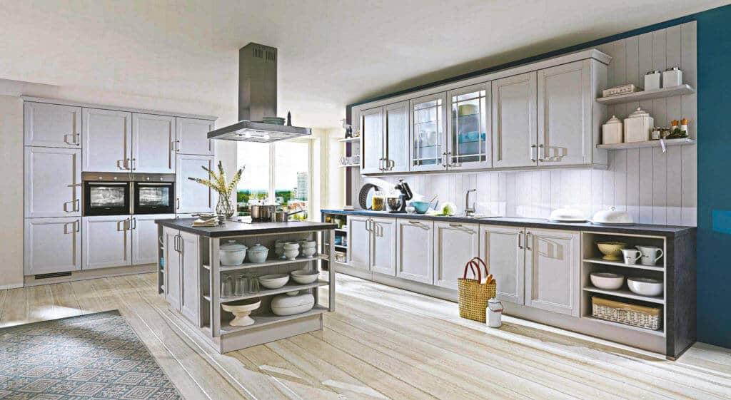 Große graue Landhausküche