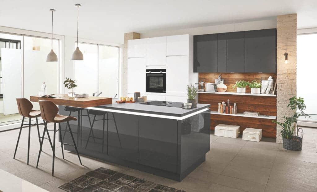 Grifflose graue Designküche