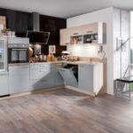 Graue L Küche in Kombination mit Holz