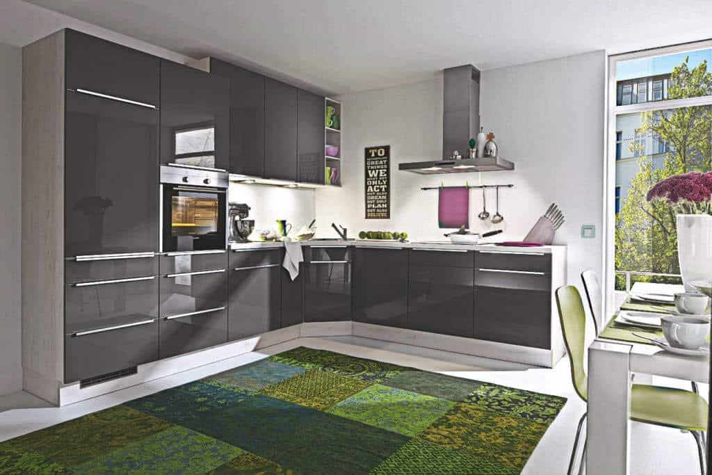 L Küche Hochglanz in Grau