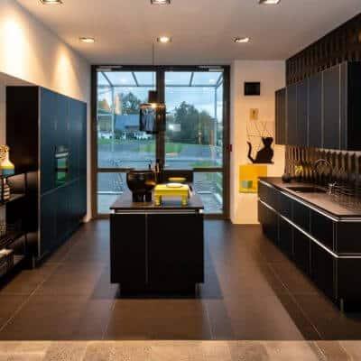 Nolte Küche Schwarz Edelstahl-Optik mit Mittelinsel