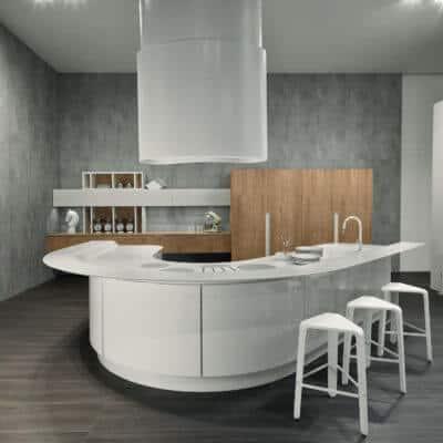 ARAN Volare Design-Inselküche mit geschwungenen Fronten