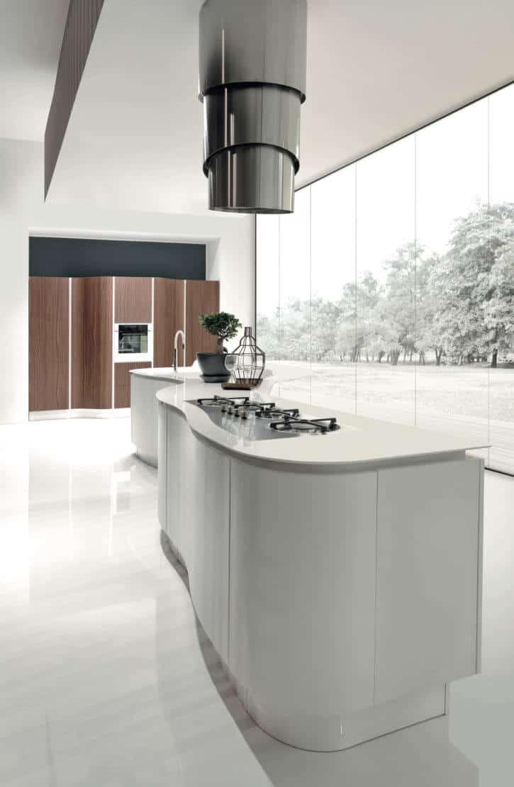 ARAN Volare moderne Inselküche mit geschwungener Front Nussbaum Weiß