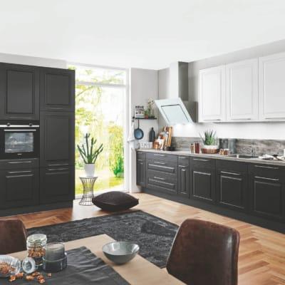 Schwarze Landhausküche 29