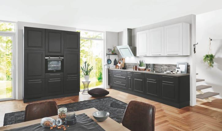 Schwarze Landhausküche 1