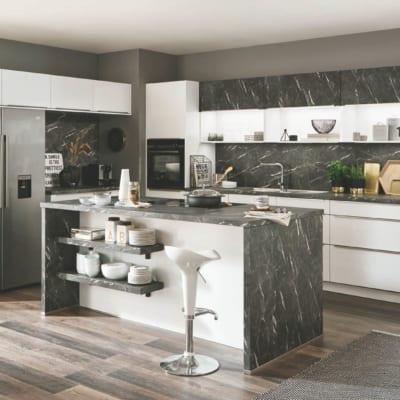 Alpinweiße Küchenzeile mit Insel 29