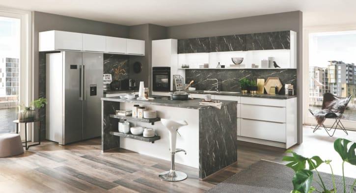 Alpinweiße Küchenzeile mit Insel 1