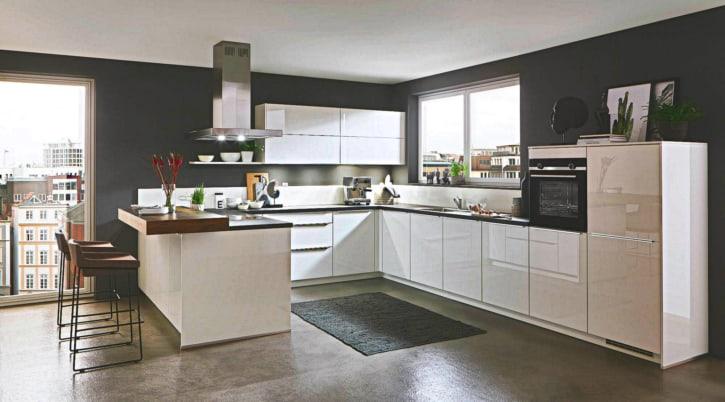 Weiße Hochglanz U Küche 1