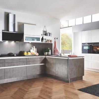 Große Anthrazit Weiße Küche mit E-Geräten 9