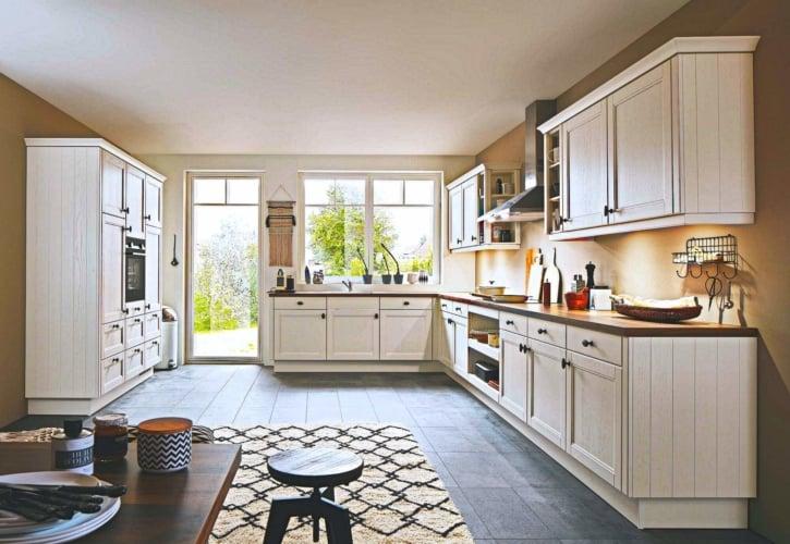 Große Landhaus Küche seidenmatt 1