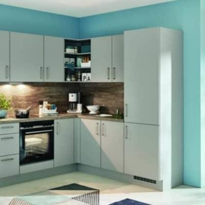 Kleine steingraue L Küche 34