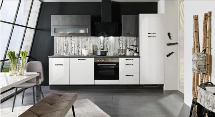 Küchenzeile Weiß glänzend mit Black burned Elementen 1