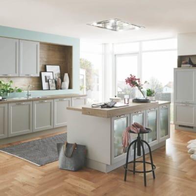Moderne Küchenzeile und -insel im Landhausstil 31