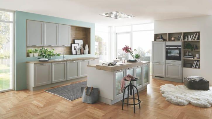 Moderne Küchenzeile und -insel im Landhausstil 1