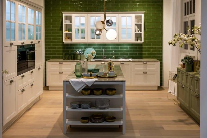 Nolte Landhausstil U Küche Weiß Avocado softmatt 1