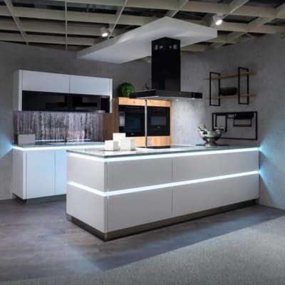 Bauformat Inselküche Arctisweiß 3