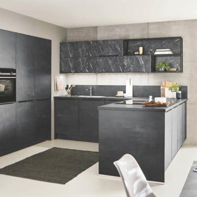 Schwarzbeton U Küche 39