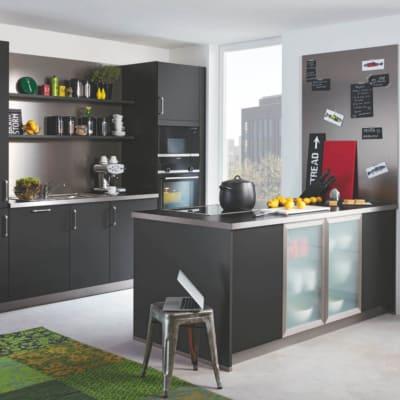 Schwarze Bauformat Inselküche 13