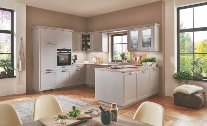 Steingraue Landhausküche U Form 1