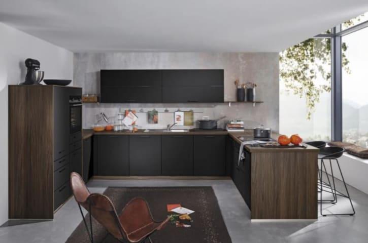U Küche Schwarz seidenmatt lackiert 1