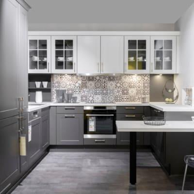 Impuls Landhaus Küche Grafit Weiß G-Förmig