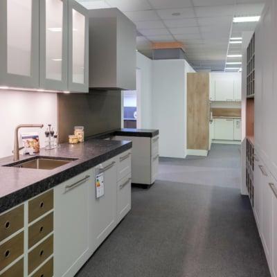 Nolte zweizeilige Küche Frame Lack Platingrau