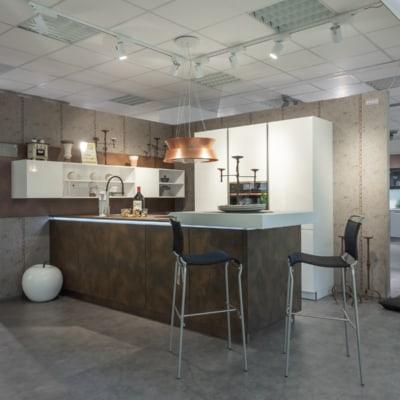 Zweizeilige Küche Cortenstahl Weiß